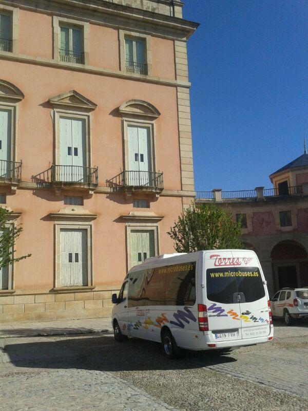 20 seater minibus hire